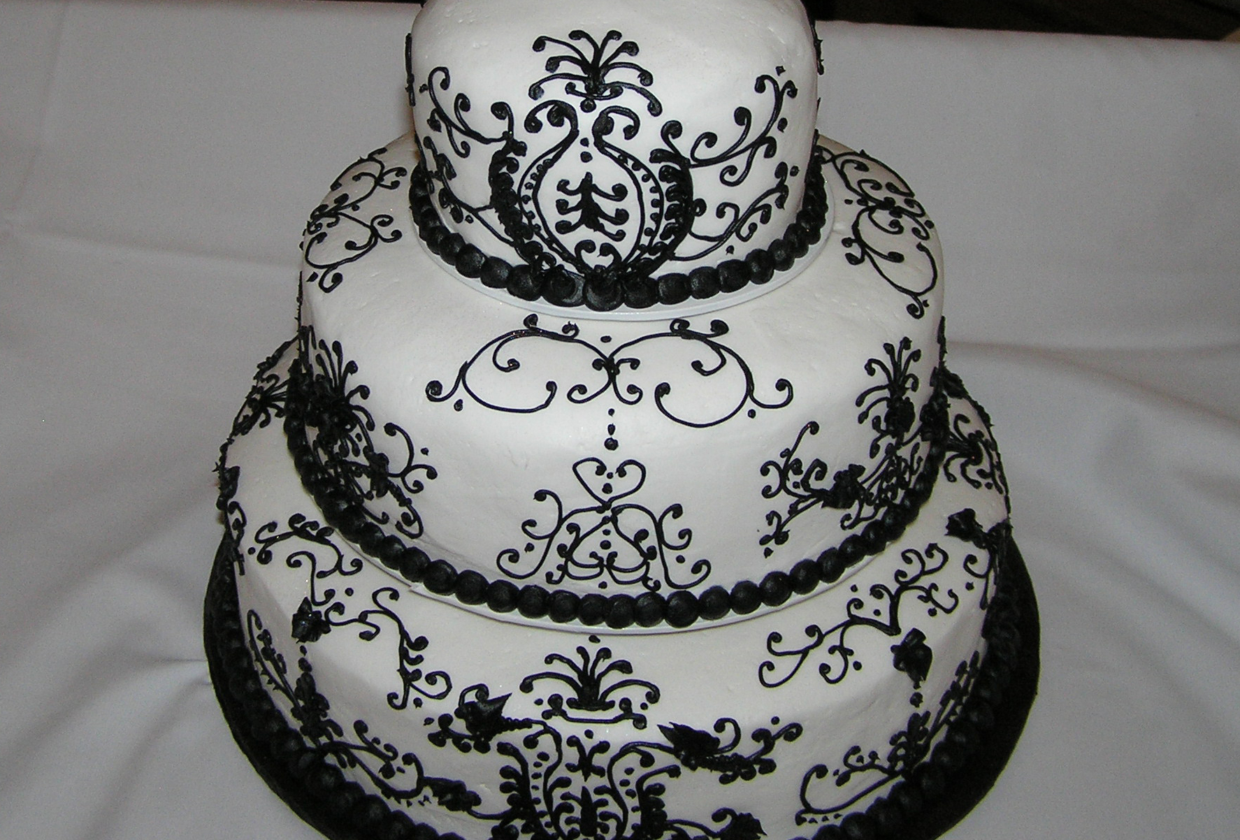 Pin Black And White Wedding Cakes on Pinterest