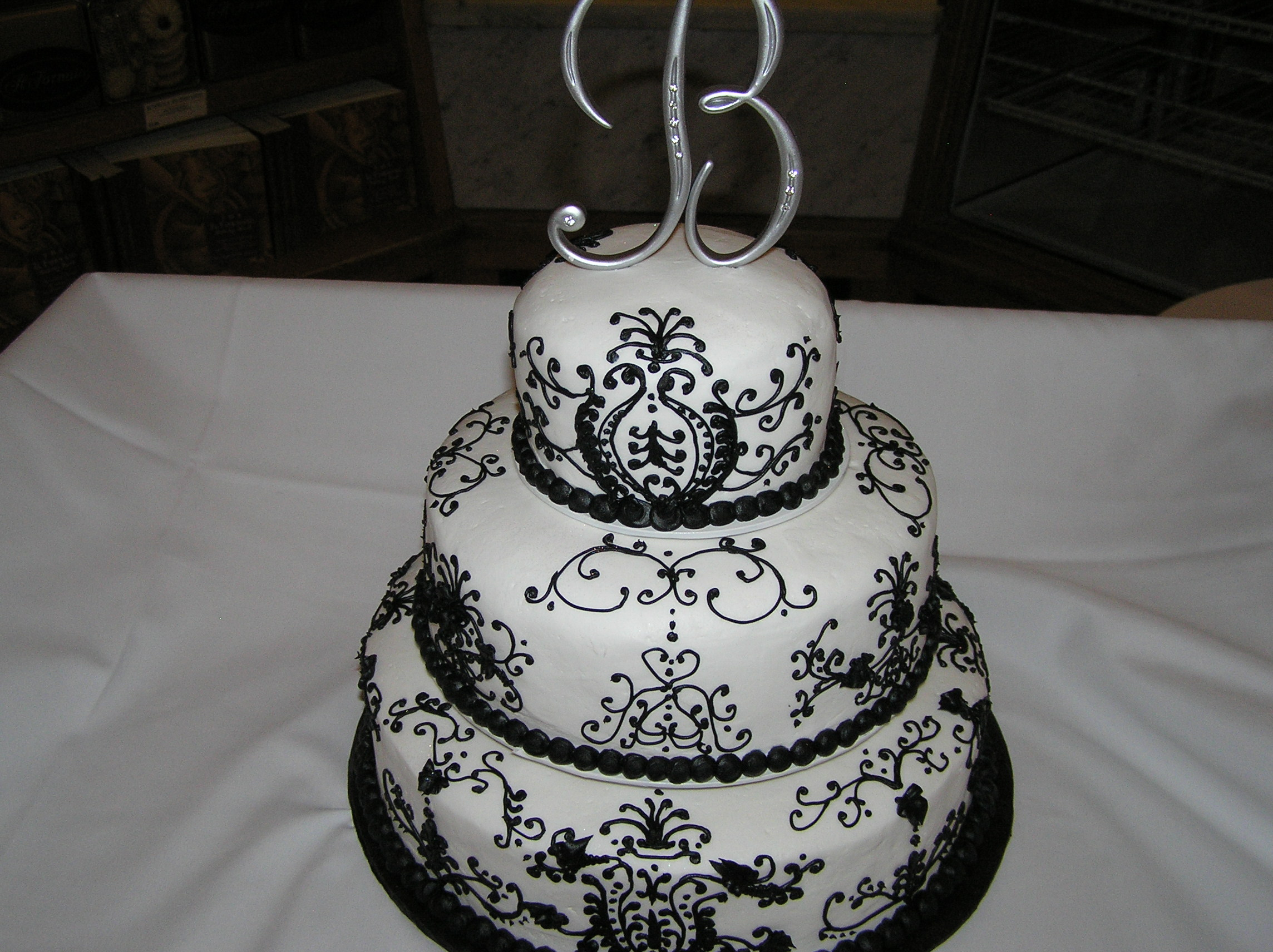 Black and White Classic Wedding Cake
