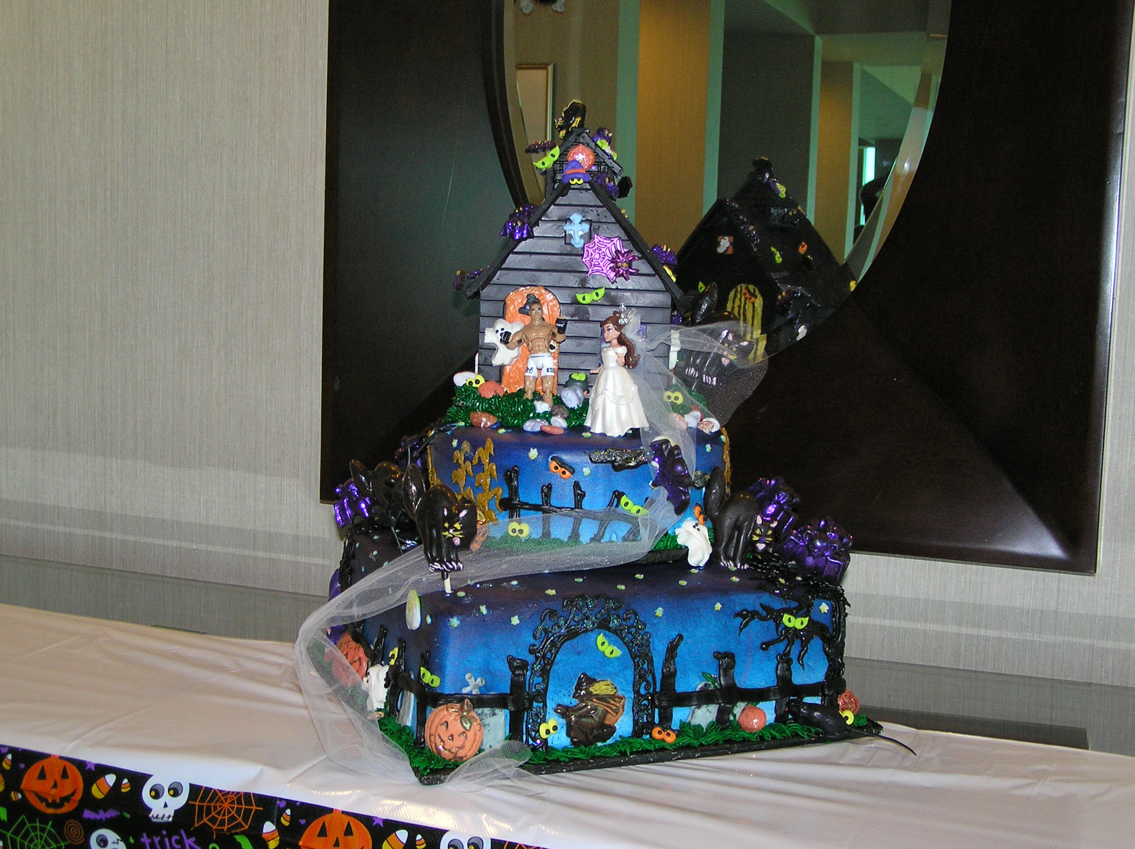 2 tier halloween wedding cake with chocolate art haunted house - Halloween Wedding Cakes Pictures