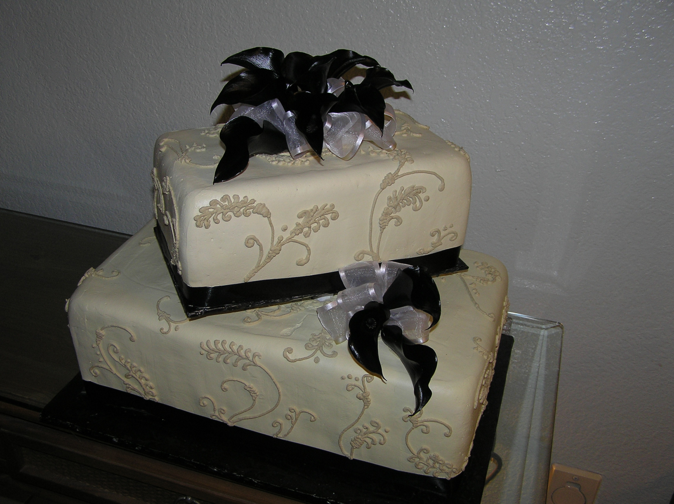 Ivory and Black Cake | Cakes On The Move
