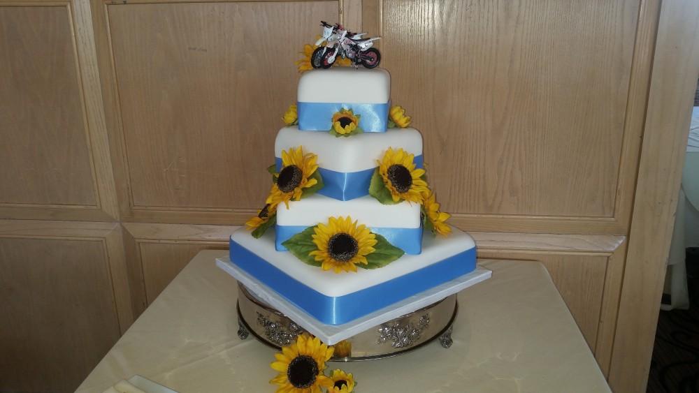Sunflower Country Wedding Cake