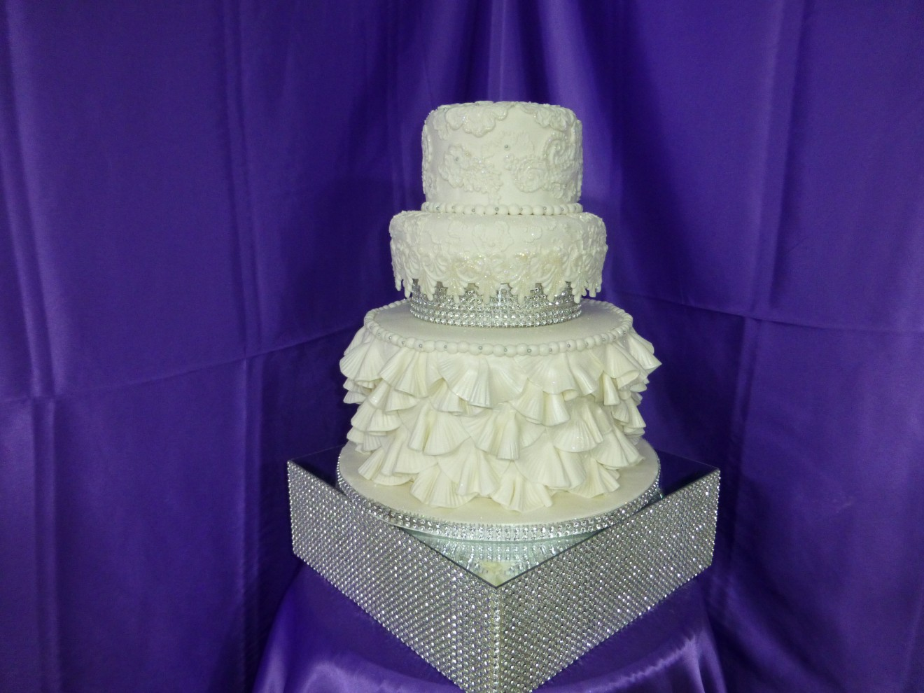cheese wedding cake separators bling wedding cake cakes on the move 12608