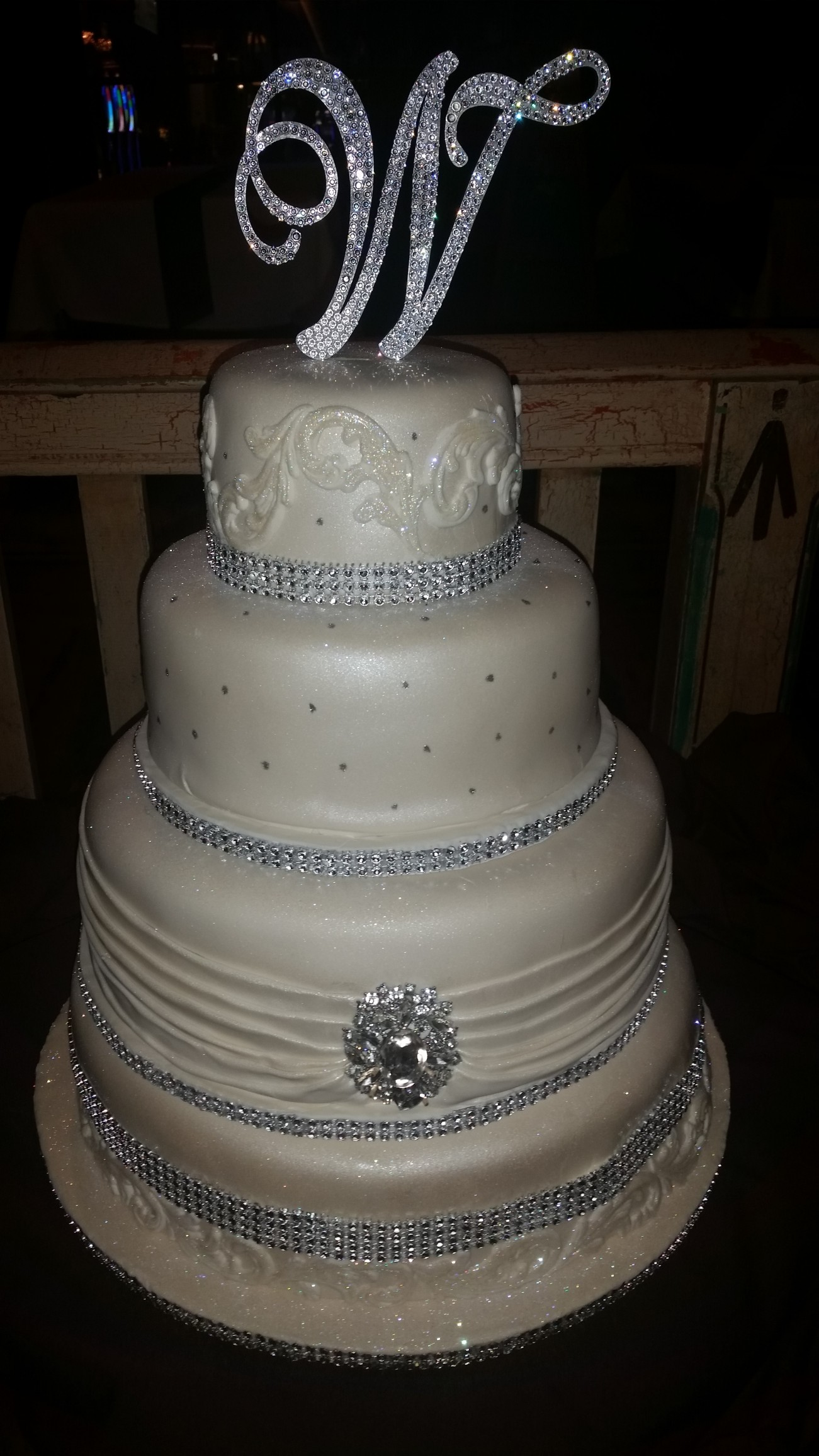 wedding cake rhinestone bling wedding cakes cakes on the move 23676