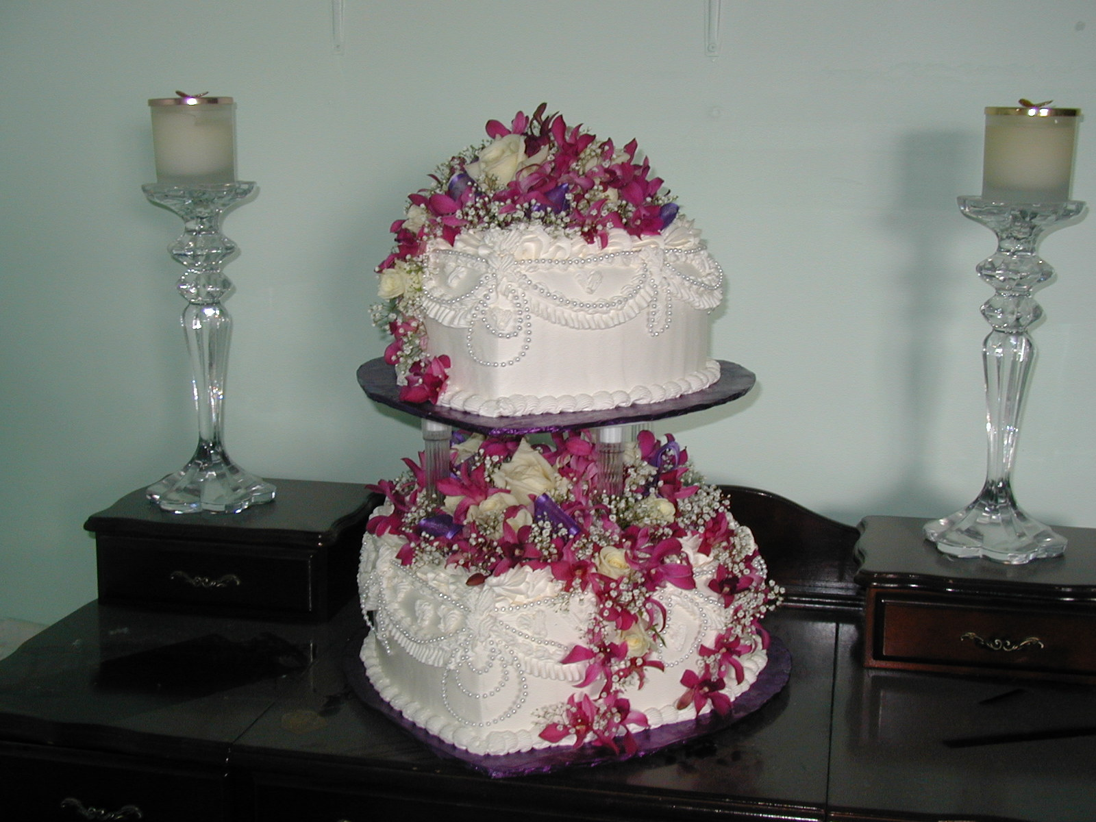 Two Heart Cake Images : Heart Wedding Cake Cakes On The Move